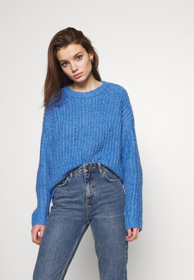 SLOUCHY CROPPED CABLE - Pullover - blue