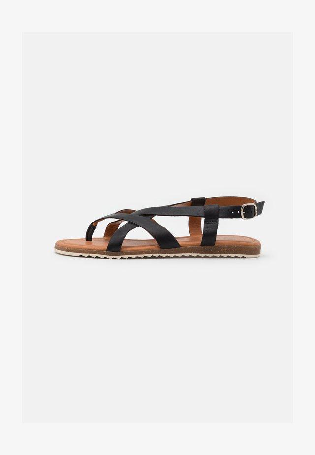 LORENA - Sandály s odděleným palcem - black