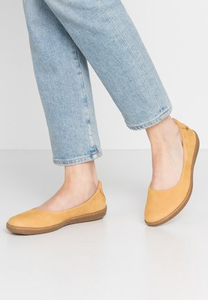 CORAL - Ballet pumps - curry