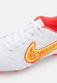 Nike Performance - JR. TIEMPO LEGEND 9 CLUB FG/MG UNISEX - Moulded stud football boots - white/volt/bright crimson - 5