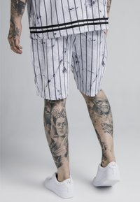 SIKSILK - MARBLE RELAXED - Shorts - white/grey - 4
