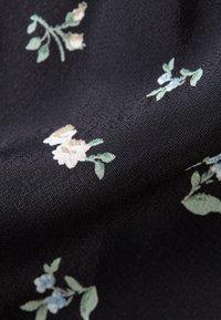 IVY & OAK - MIT FLORALEM PRINT - Button-down blouse - black - 5