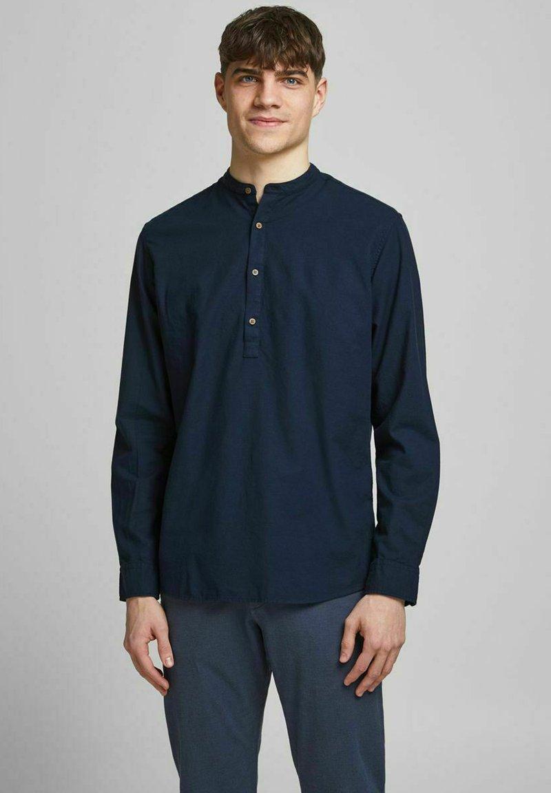 Jack & Jones PREMIUM - JPRBLASUMMER BAND - Skjorta - navy blazer