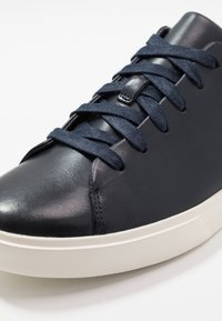 Clarks - UN COSTA LACE - Trainers - navy - 5