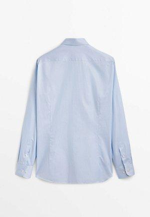GESTREIFTES  - Kostymskjorta - light blue