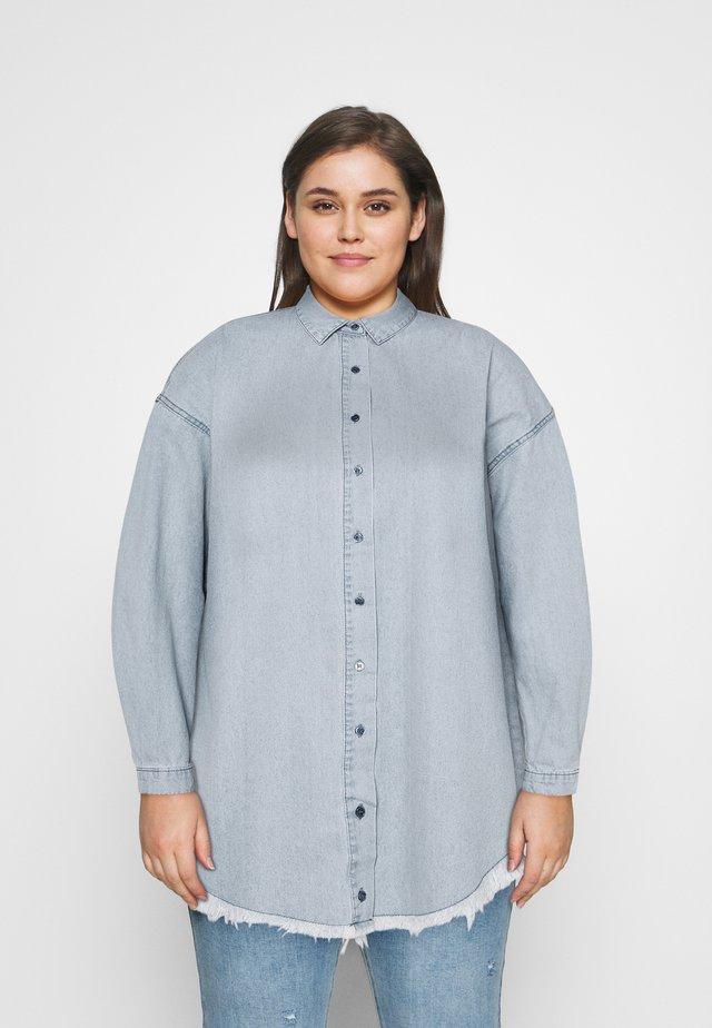 OVERSIZED DRESS - Denimové šaty - blue