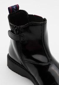 Tommy Hilfiger - Kotníkové boty - black - 5