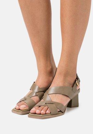 Sandalias - kaki