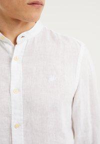 WE Fashion - SLIM FIT - Shirt - white - 4