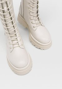 Stradivarius - Lace-up boots - off-white - 4