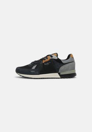 TINKER PRO TRECK - Sneakersy niskie - black