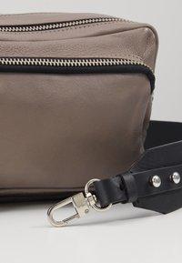 Topshop - CAMERA CROSSBODY BAG - Across body bag - grey - 3