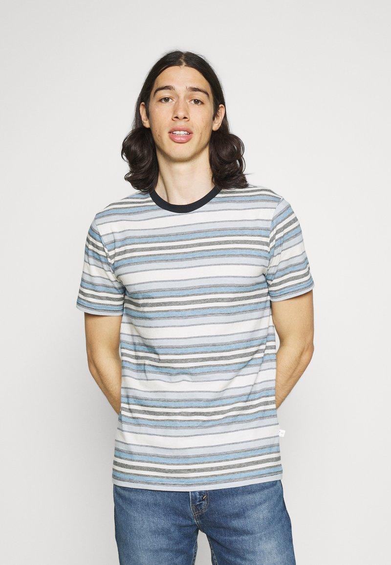 KnowledgeCotton Apparel - ALDER STRIPED TEE - Print T-shirt - asley blue