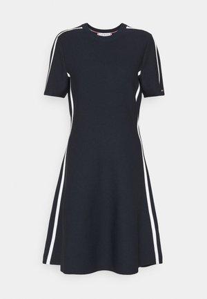 COLOURBLOCK KNEE DRESS  - Vapaa-ajan mekko - desert sky