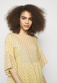 CLOSED - TENNIE - Day dress - strong mustard - 4