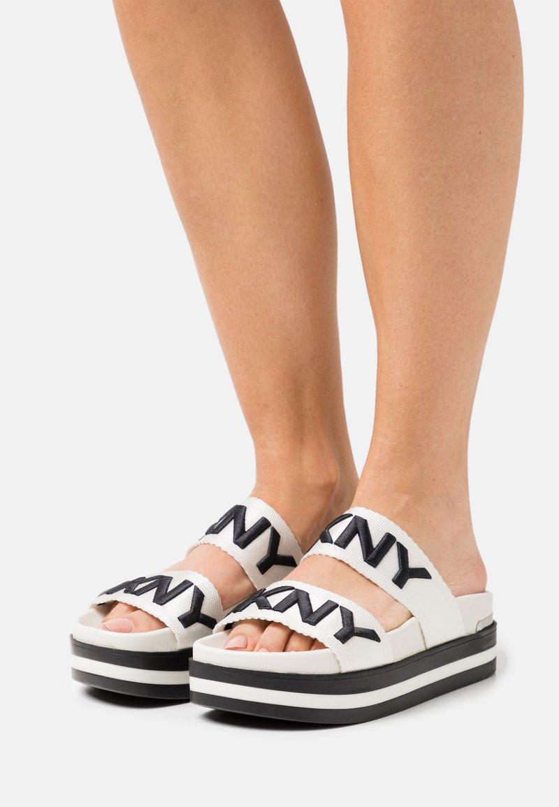 DKNY - TEE DOUBLE BAND SLIDE - Heeled mules - vanilla/black