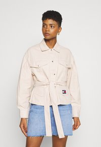 Tommy Jeans - BELTED OVERSHIRT - Blouse - smooth stone - 0