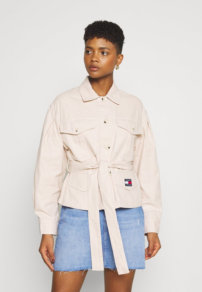 Tommy Jeans - BELTED OVERSHIRT - Blouse - smooth stone
