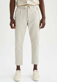 DeFacto - Pantalon classique - beige - 0