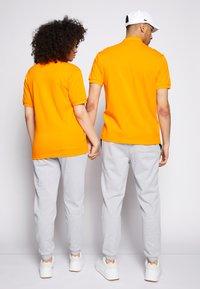 Lacoste - POLAROID UNISEX - Polo shirt - orpiment - 2