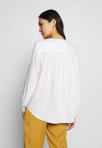 mine to five TOM TAILOR - BLOUSE FLUENT  - Bluse - whisper white - 2