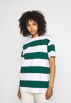 SMALL SIGNATURE STRIPE TEE - T-Shirt print - white