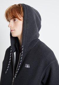 Levi's® - PREMIUM HEAVYWEIGHT ZIP - Zip-up hoodie - black bird heather - 5