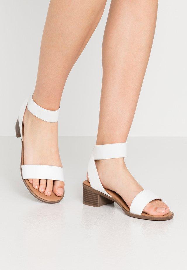WIDE FIT POWER BLOCK HEEL - Sandales - white