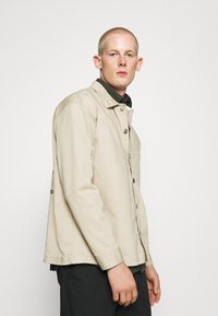 RETHINK Status - JACKET BACKPRINT - Kurtka wiosenna - sand - 3
