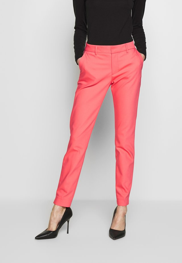 ABBEY NIGHT PANT SUSTAINABLE - Pantalon classique - sugar coral