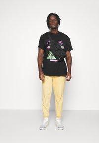 Night Addict - REVOLUTION UNISEX - T-shirt con stampa - black - 1