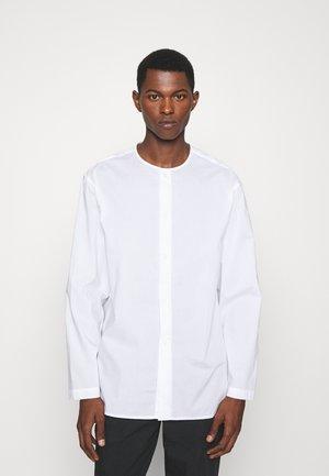COLLARLESS SHIRT - Camicia - white