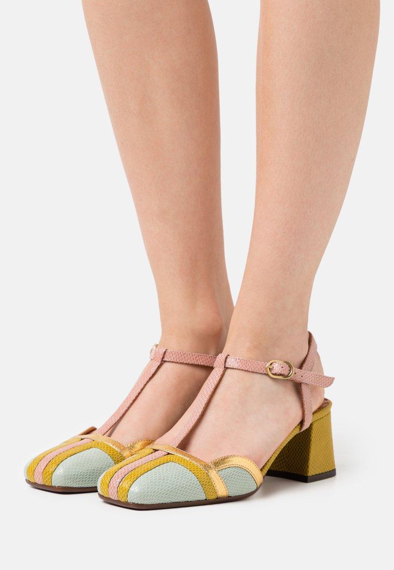 Chie Mihara - VORITA - Classic heels - salvia/powder/curry/tana gold