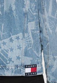 Tommy Jeans - REGULAR TRUCKER - Spijkerjas - laser light blue - 5