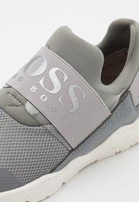 BOSS Kidswear - TRAINERS - Slip-ons - medium grey - 5