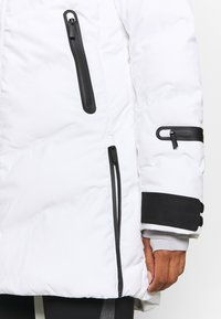 Icepeak - ELGIN - Kurtka narciarska - optic white - 9