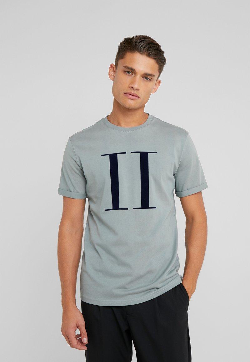 Les Deux - ENCORE  - T-shirts med print - petroleum blue/dark navy