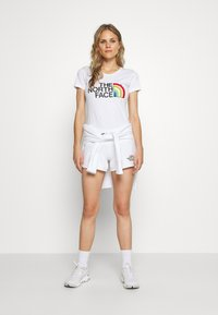 The North Face - RAINBOW TEE - Print T-shirt - white - 1