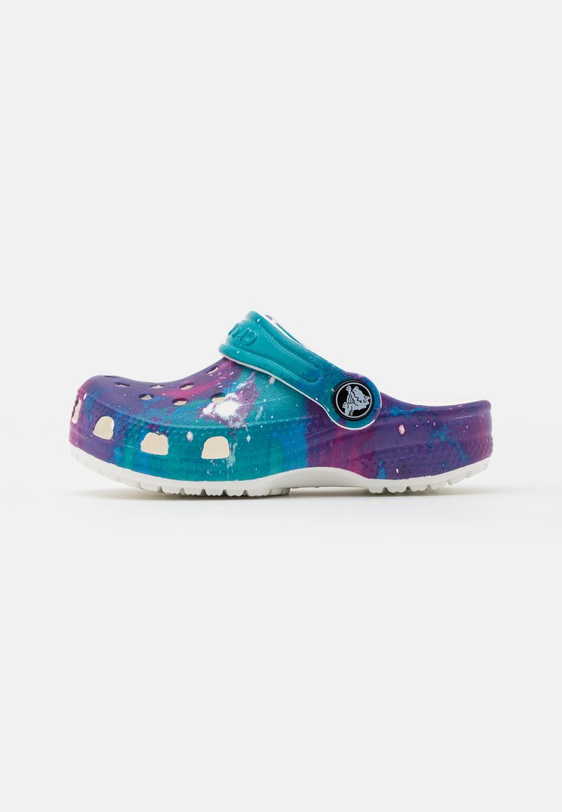 Crocs - CLASSIC OUT OF THIS WORLD  - Sandały kąpielowe - white/purple