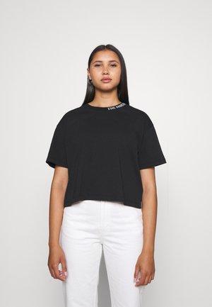 NEW CROP ZUMU TEE - T-shirt con stampa - black
