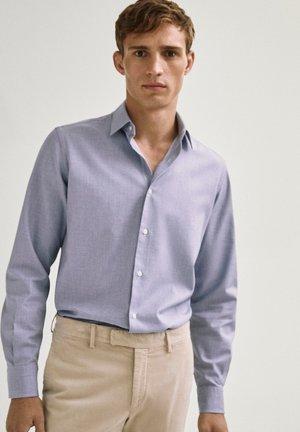 MELIERTES SLIM-FIT AUS REINER BAUMWOLLE - Overhemd - light blue