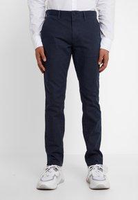BOSS - Spodnie materiałowe - navy - 0