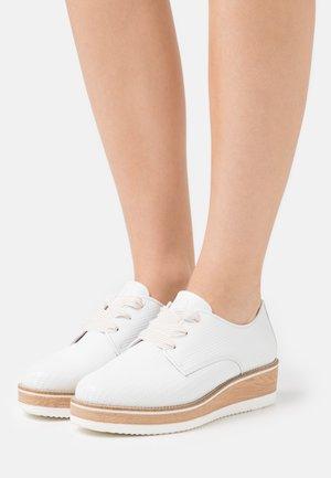 LACE UP - Lace-ups - white