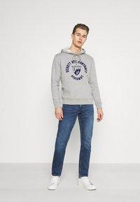 Mustang - OREGON - Jeans Tapered Fit - denim blue - 1