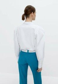 Uterqüe - MIT ZIERFALTEN - Button-down blouse - white - 2