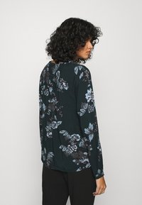b.young - BYHENNA BLOUSE - Blouse - deep teal mix