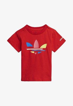 ADICOLOR - T-shirt z nadrukiem - red