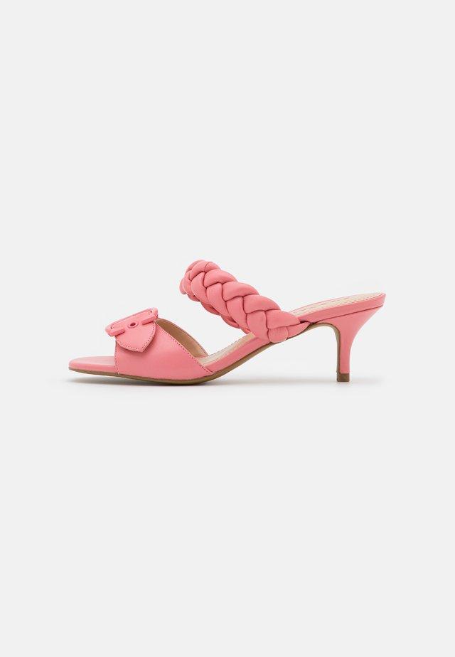 MOLLIE  - Pantofle na podpatku - taffy