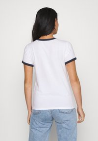 Hollister Co. - TECH CORE - T-shirts med print - white - 2