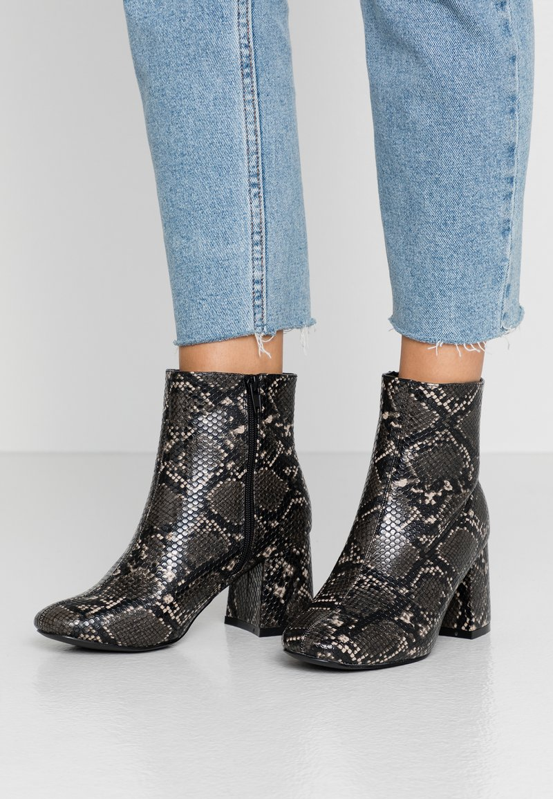 New Look Wide Fit - WIDE FIT BARISSA  - Ankelboots - stone